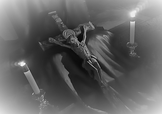 Nighttime-Veneration-of-the-Cross